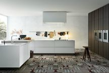 Matrix kitchen / A quintessential design characterized by clean lines and the absence of handles.