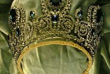 Tiaras and Crowns / by Roelina Greeff