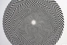 Bridget Riley / Pintora inglesa, figura destacada dentro del movimiento artístico del Op Art. Creó complejas configuraciones de formas abstractas diseñadas para producir efectos ópticos llamativos.