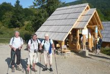 BIESZCZADY - RÁJ PRO ROMANTIKY / Horská turistika, s možností krácených túr, v zachovalé přírodě na polsko-slovensko-ukrajinském pomezí. Bieszczady jsou porostlé smíšeným lesem, který ve vyšších polohách přechází v travnaté poloniny s dalekými výhledy. Často je možné vidět staré dřevěné chalupy, kostelíčky a kapličky s vyřezávanými figurami. Čisté řeky jsou plné ryb a v lesích žijí i medvědi, jeleni a zubři. Po horské túře přijde vhod příjemná horská chata, kde se posilníte a vychutnáte místní speciality.
