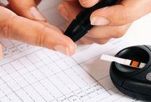 Como se lleva el control de la glucosa / La auto evaluación de azúcar en la sangre precisa del uso de un pequeño aparato electrónico que se llama medidor de glucosa. Este aparato lee con exactitud como están sus niveles en determinado momento.