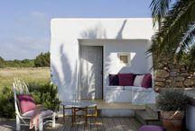 Lames de terrasse / Les lames de terrasses sont parfaites pour habiller votre balcon, les bords de votre piscine et votre jardin. Les lames de terrasses sont conçues pour résister aux intempéries et à l'humidité. Vous pouvez en trouver en bois exotique ainsi qu'en bois composite