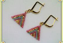 Plaqué or / Tissage à l'aiguille de perles delica miyukis, montage sur chaine et attaches plaqué or 18 carats. personnalisation possible. Points de vente :  https://www.amazon.fr/handmade/Lydee-Deco https://lydeedeco.com/ https://lydee-deco.com/ https://www.etsy.com/fr/shop/lydeedeco