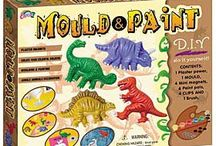 Dinosaur Painting and Dinosaur Crafts / Dinosaur and prehistoric animal painting kits and dinosaur craft kits.