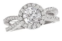Romance Diamond Engagement Rings / Diamond Engagement Rings in White Gold, Rose Gold, and Platinum