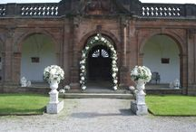 Thornton Manor wedding / Wedding flowers and decorations at Thornton Manor. Flowers by Laurel Weddings