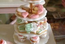Miniatyr kaker og mat