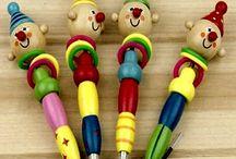 Atacado - 20 Canetas Esferográficas De Madeira / Caneta Esferográfica para Crianças - Artesanais Material: Madeira Uso:Escritório e Escola Ponta para Escrever: 0,5mm Novidade Quantidade: 20 canetas