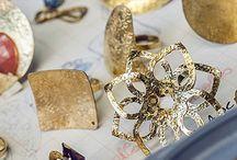 Alternative Jewellery / É un progetto che coinvolge persone con disabilità psico-fisica e psichica nella realizzazione di diverse linee di bijoux fatte a mano