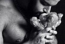 ZHot - Wellington Nascimento  (Tony Orion) / http://chilliwiki.com/br/o-ursao-wellington-nascimento-sendo-lindo-ao-som-de-taylor-swift/