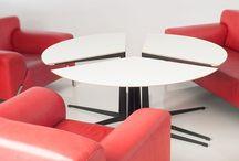 Stół MOON / Okrągły stolik do typowego zestawu wypoczynkowego dwóch foteli i kanapy. Składa się z trzech części, które mogą być używane osobno jako trzy stoliki podręczne, a dwie połączone części tworzą ładny i wygodny stolik podłużny. Konstrukcja stalowych nóg zapewnia bardzo dobrą stabilność każdej części stołu i równocześnie pozwala nasunąć blat nad siedzisko fotela czy kanapy. projektant: Karol Starczewski, stół MOON, do kupienia na www.nowymodel.org