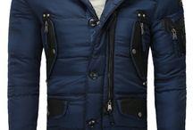 Winterjacken / Endlich ist der Winter da! Damit ihr gut gestylt und warm durch die kalte Jahreszeit kommt, braucht ihr die passende Winterjacke. Die Auswahl ist riesig, denn es gibt viele coole Winterjacken für Männer. Wichtig ist, dass eine Winterjacke warm hält und trotzdem stylish ist.