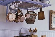 Hylly keittiöön