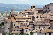 Hello Anghiari, Tuscany! / Pictures of Anghiari, in Tuscany. A Medieval hilltop changed that hasn't changed over the centuries. Known for its craftsmen.