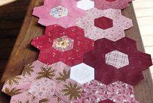 camino de mesa hexagonos