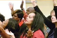 COR IRVINE PRAISE / We Lift Our Hands to the Lord in Praise and Worship