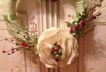 Cleo's Wreaths / Handmade yarn wreaths and felt fabric flowers
