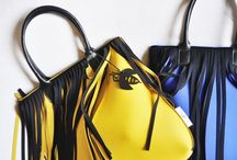 FRAN2 Bag / Handbag in neoprene® with inner pocket and lining, front frenzies and leather handles. Mes. cm. 45 x 45 x 8  Borsa in neoprene® foderato con frange sul fronte, manici in pelle e chiusura a zip. Mis. cm. 45 x 45 x 8