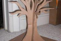 Strom z kartonu