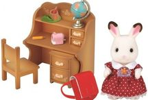 Sylvanian Families Zestaw z Siostrą Królików z Czekoladowymi Uszkami (Biurko) / Wyjątkowe zabawki dla dzieci marki Sylvanian Families
