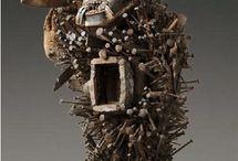 Minkisi e altre sculture africane.