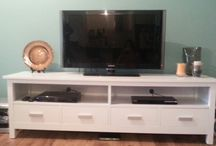 TV Cabinet / Deciding on a temporary tv cabinet while renting