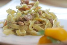 Alcuni suggerimenti per la cena / Scialatielli preparati con il tonno, i pomodorini gialli del Vesuvio e la granella di pistacchi… Tegamino di baccalà è un piatto unico, una zuppa. La parmigiana di melanzane e baccalà è il nostro must! Anche solo il nostro panino goumert. Buona cena a tutti! Domani siamo aperti solo a pranzo. Per le prelibatezze d'asporto, basta chiamare allo 081 8991843. Per informazioni e prenotazioni telefono 081 8991843/ 333 2963740 La Lanterna ristorante, via G. C. Aliperta, Somma Vesuviana, Napoli.