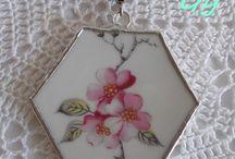 Porcelán és fajansz kézműves ékszerek - Porcelain and pottery jewelry /  Ha valami megtetszik, kérlek keresd fel oldalam.  https://www.facebook.com/gyongyivinczi