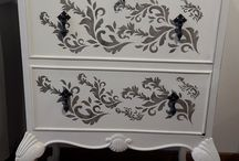 beaux meubles relookés....