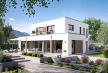 """FANTASTIC / In unseren Hausprogrammen FANTASTIC spiegelt sich unsere ganze Erfahrung und Kompetenz im Bau moderner und zukunftsorientierter Wohlfühl-Häuser wider. Wir vereinen den """"perfekten"""" Grundriss mit absoluter Spitzen-Architektur und hochinnovativer Technik zu einem fantastischen Gesamtkonzept. Auf diese Weise profitieren Sie in Ihrem Fantastic-Haus von richtig viel """"Best of Bien-Zenker"""" Vorteilen. Innovation, Erfahrung und moderne Architektur, das sind unsere Fantastic-Häuser!"""