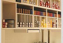 drewniane półki na farby