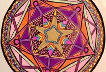 Círculo mágico / Mandala - vem do sânscrito e significa circulo. Em muitas culturas essa forma de arte representa o encontro do humano com o divino.