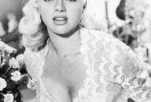 Vintage W ♛ / Brigette Bardot, gwiazdy Hollywood tj: Marilyn Monroe, Diana Dors, Jayne Mansfield   Ikony stylu z niesamowitych lat 40-60.