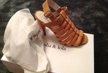 Calçados / Lulumania surgiu com a missão de facilitar o comércio de artigos de moda, de forma a proporcionar um espaço onde se possa desenvolver negócios independentes, com a venda ou troca de produtos novos ou de segunda mão.