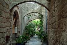 Rodosz - Görögország / Rodosz Görögország egyik legexkluzívabb szigete pompás hotelekkel és kristálytiszta tengerrel. Megérdemlünk ennyi kényeztetést. Last minute Rodosz utazás ajánlatok: http://www.divehardtours.com/rodosz-nyaralas/