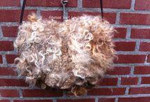 In de vacht gevilte tas/Fetled raw fleece bag