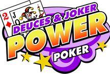 """Deuces & Joker Power Poker / Il power poker Deuces and Joker offerto dal Casinò Online Voglia di Vincere si gioca su 4 mani e vanta ben due jolly! Infatti, sia il joker che i 2 sostituiscono le carte necessarie a ottenere combinazioni vincenti. Tra queste, le più insolite sono il """"poker di due"""" e il """"poker di due e un jolly""""."""