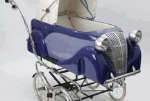 Kleine = Kinderwagen