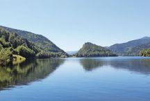 Le Lac de Kruth et ces alentours / Les Alsaciens connaissent bien le Lac de Kruth : ils sont nombreux à venir s'y baigner l'été. Mais saviez-vous qu'il était possible de visiter les ruines d'un ancien château sur ses hauteurs ? D'y pêcher des carpes ? Ou encore d'y faire des baptêmes en parapente ?