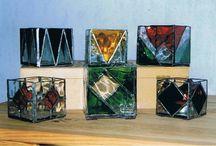 TIFFANY GLASWERK / Allerlei glazen voorwerpen en hangers