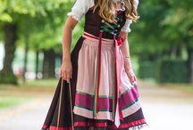 """Oktoberfest / Cassinel widmete dem bayerischen Oktoberfest eine ganze Kollektion! Diese """"Herzl"""" Tasche lässt die Herzen von Fashionistas höher schlagen. Die Mini-Bag trägt man nicht nur zum Dirndl, auch zur Lederhose! Damit setzen Sie weibliche Akzente! Aber das Beste: Cassinel´s Taschen kommen auch noch zum Einsatz, wenn die Festzelte längst abgebaut sind! Investions-Bag!"""