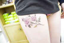 Thigh Tattoos / http://fabulousdesign.net/thigh-tattoos-for-women/