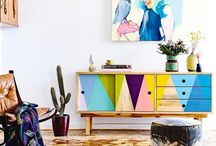 Kolorowe komody i fotele