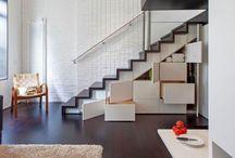 Pod schodami / Dobry design to rezultat świetnego pomysłu uchwyconego w interesującą formę. Każda przestrzeń do kreatywnego zagospodarowania jest dobra, miejsce pod schodami również.