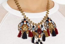 outfits with bulky jewellery