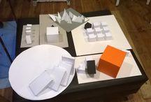 Architektura Wnętrz, Wzornictwo / na zajęciach przygotowujących do egzaminów kierunkowych na Architekturę Wnętrz, Wzornictwo, Scenografię. Tworzymy wówczas głównie bryły, makiety, w oparciu o pracę z konceptem.