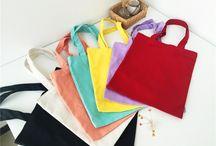 ขายส่งถุงผ้า ถุงผ้าราคาส่ง ถุงผ้าดิบขายส่ง แบบถุงผ้า / โรงงานผลิตถุงผ้าสต๊อก รับผลิตถุงผ้าราคาส่ง มึถุงผ้าหลากหลายรูปแบบหลากหลายสีสัน เช่น ผ้าดิบ ผ้าแคนวาส เราขายส่งถุงผ้าราคาถูก ถุงผ้าดิบราคาส่ง ขายส่งถุงผ้า ถุงผ้าดิบราคาส่ง พร้อมรับสกรีนตามแบบที่คุณต้องการ