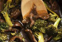 Slow cooker meals / by Sheena Bowers-Garnett