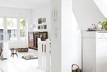 Witte vloer woonkamer