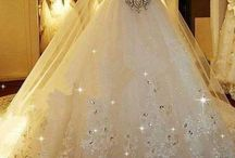 Beautiful Dresses / Dresses that I think are beautiful and like the colour of